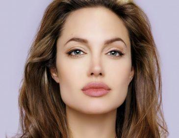 Анджеліна Джолі змінила прізвище