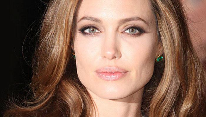 Анджеліна Джолі спростувала чутки про всиновлення дитини