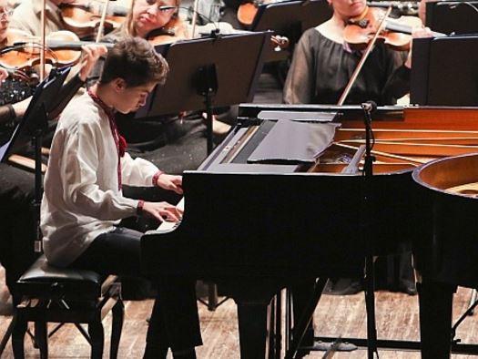 Діти Порошенка пограли на фортепіано заради доброї справи (фото, відео)
