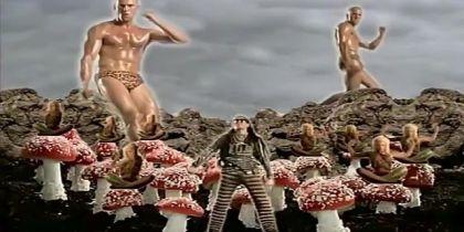 Кліп із 90-х з Джейсоном Стейтемом в леопардових трусах підірвав Мережу