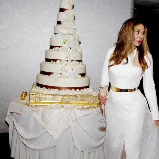 Співачка Бейонсе Ноуз поділилася фотографіями з церемонії весілля  мами (фото)