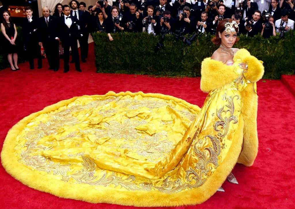 Собчак протролила вбрання Ріанни (фото)