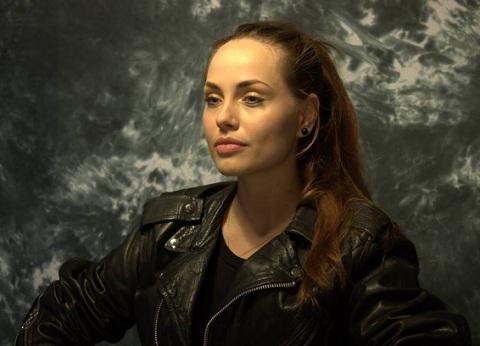 Українська Анджеліна Джолі засмагає на пляжі (ФОТО)