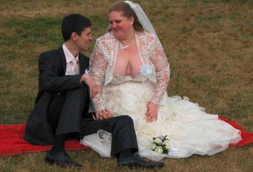 15 платьев, которые ты точно никогда бы не надела на собственную свадьбу! (ФОТО)