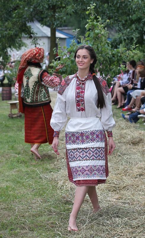 28-moda_vyshyvka_oksana_karavanska_in_metropolyt_sady_kraws9220 - копия