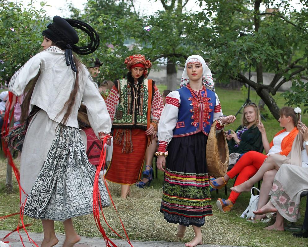 28-moda_vyshyvka_oksana_karavanska_in_metropolyt_sady_kraws9284 - копия
