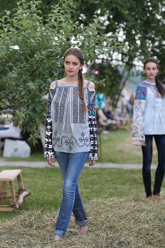 28-moda_vyshyvka_oksana_karavanska_in_metropolyt_sady_kraws9389_-_kopiya