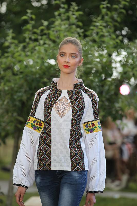 28-moda_vyshyvka_oksana_karavanska_in_metropolyt_sady_kraws9459_-_kopiya