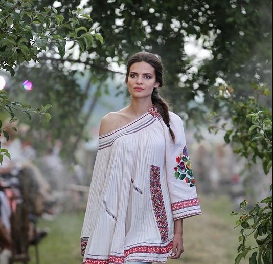 Оксана Караванська продемонструвала розкішну колекцію вишиванок  (ФОТО)