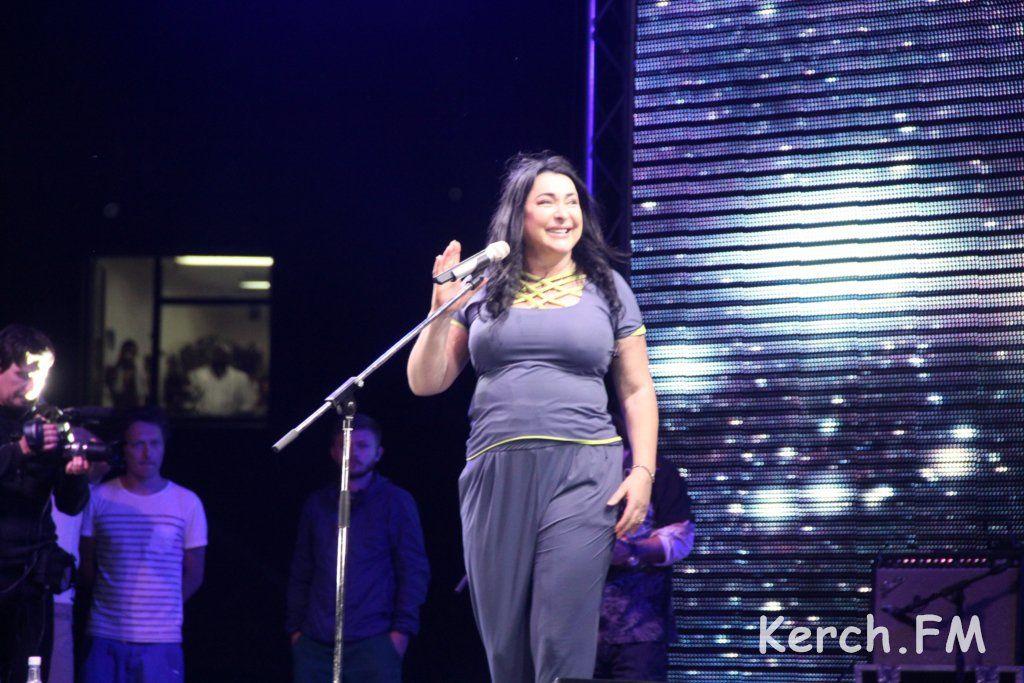 У Криму Лоліта заспівала українською мовою та показала середній палець (ВІДЕО)