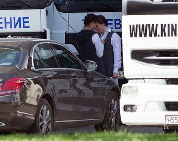 Папараці застукали Сергія Безрукова з новою дівчиною (фото)