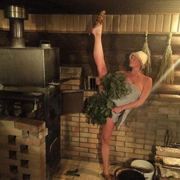Волочкова шокировала откровенным «фирменным» шпагатом в бане (ФОТО)