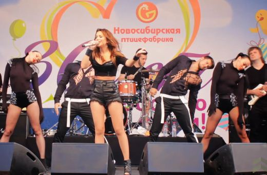 Ані Лорак заспівала на вечірці Новосибірської птахофабрики у Росії (ВІДЕО)