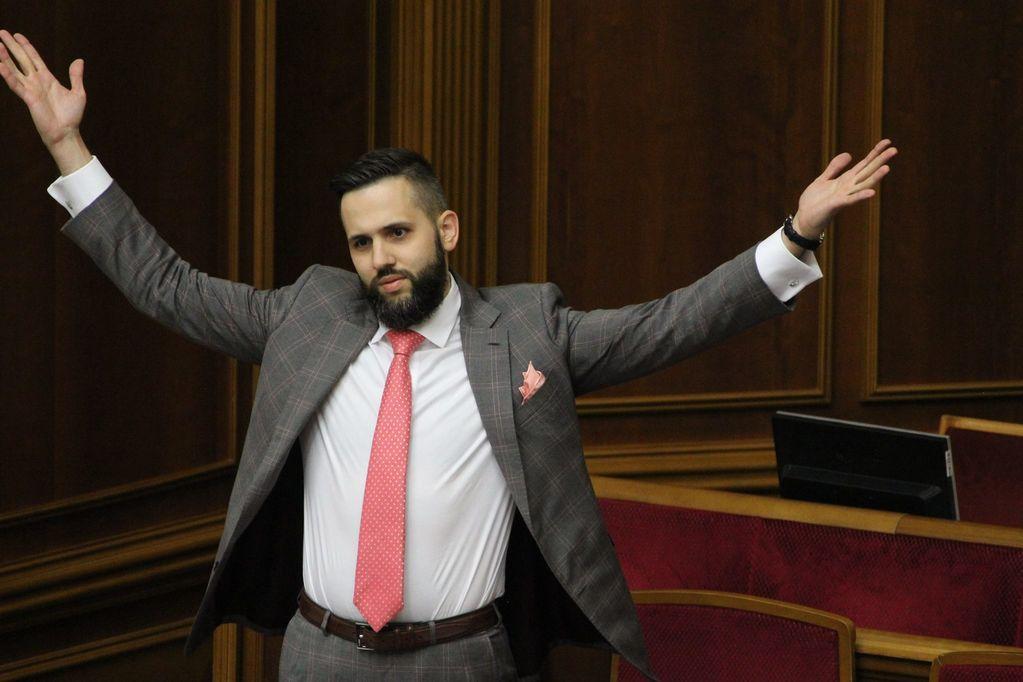 Шик і блиск: заступник міністра «вразив» Раду своїм стилем (ФОТО)