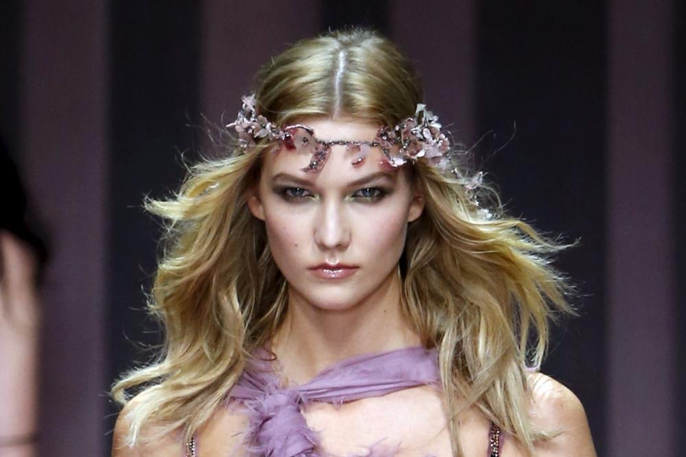 Прозрачные корсеты и блестящие кристаллы: новая коллекция Versace (ФОТО)