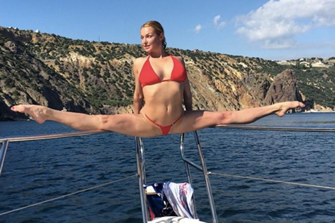 Анастасия Волочкова блеснула трусами на фоне Крыма (ФОТО)