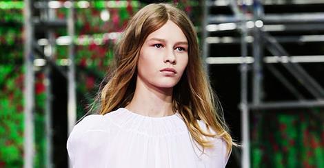 Участие 14-летней модели в показе Dior вызвало скандал