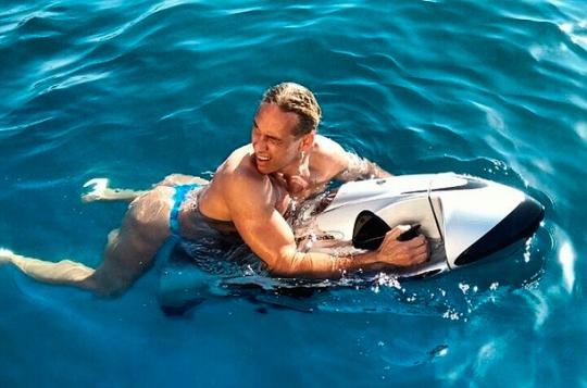 Як Тарзан і Наташа Корольова розполохали стрінгами відпочиваючих на пляжі (ФОТО)