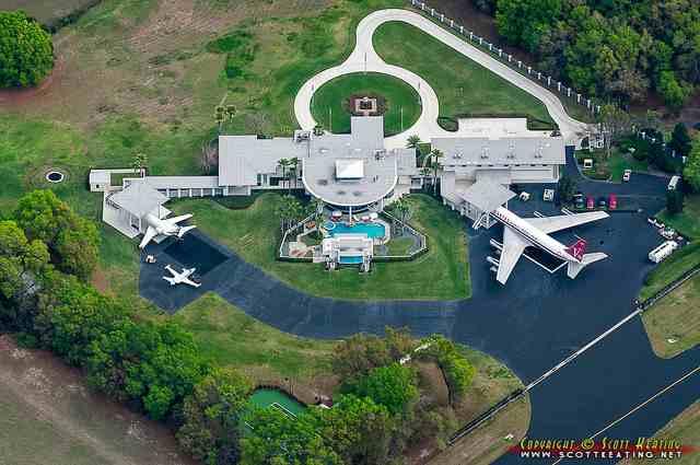 Небачена розкіш: будинок Джона Траволти  у Флориді із власним аеропортом (ФОТО)