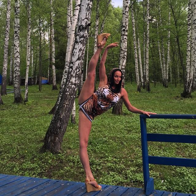 10 незвичайних місць, де Анастасія Волочкова зробила свій легендарний шпагат (ФОТО)
