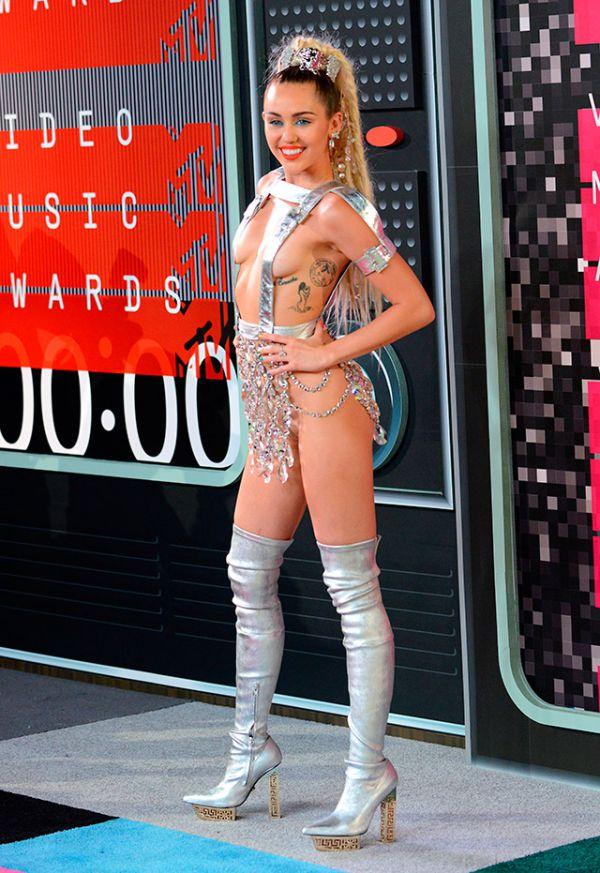 7 образів з MTV VMA-2015, в яких осоромилася Майлі Сайрус