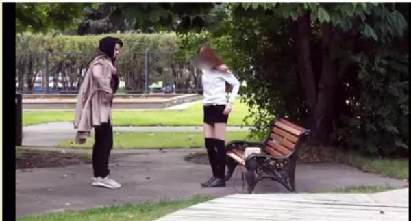 16-річний онук мільярдера за гроші роздягає росіян прямо на вулиці (ВІДЕО 18+)