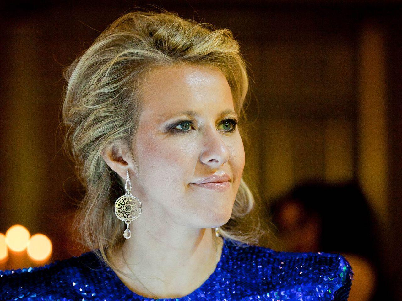 Ксения Собчак в полупрозрачном платье показала бюст (ФОТО)