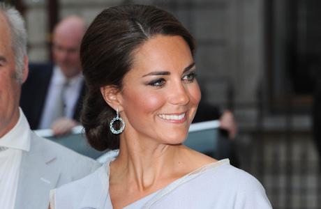 Королевский скандал: Кейт Миддлтон засекли без нижнего белья (ФОТО)