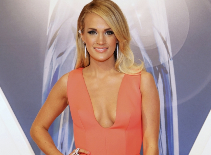 Певицы померялись декольте на церемонии CMA Awards-2015 (ФОТО)