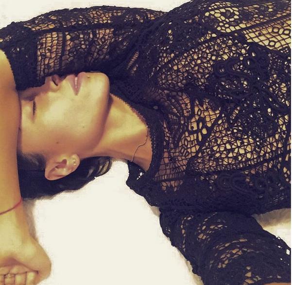 Відома українська співачка завалила instagram голими фото (18+)