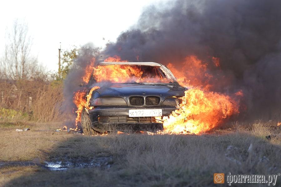 Cпівак спалив BMW в підтримку російського автопрому (ВІДЕО)
