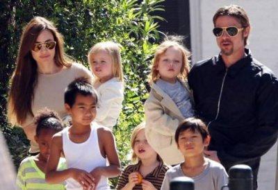 Экс-няни обвинили Анджелину Джоли и Бреда Питта в безответственности (ФОТО)