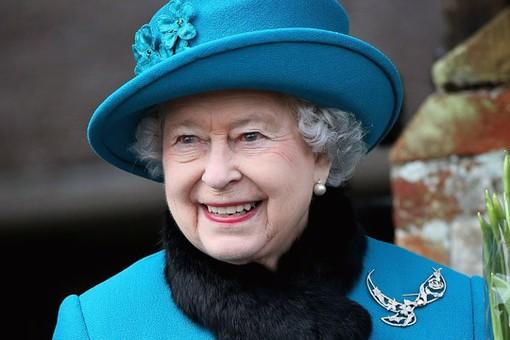 gty_queen_elizabeth_gift_broach_ll_130117_wg-pic510-510x340-56958