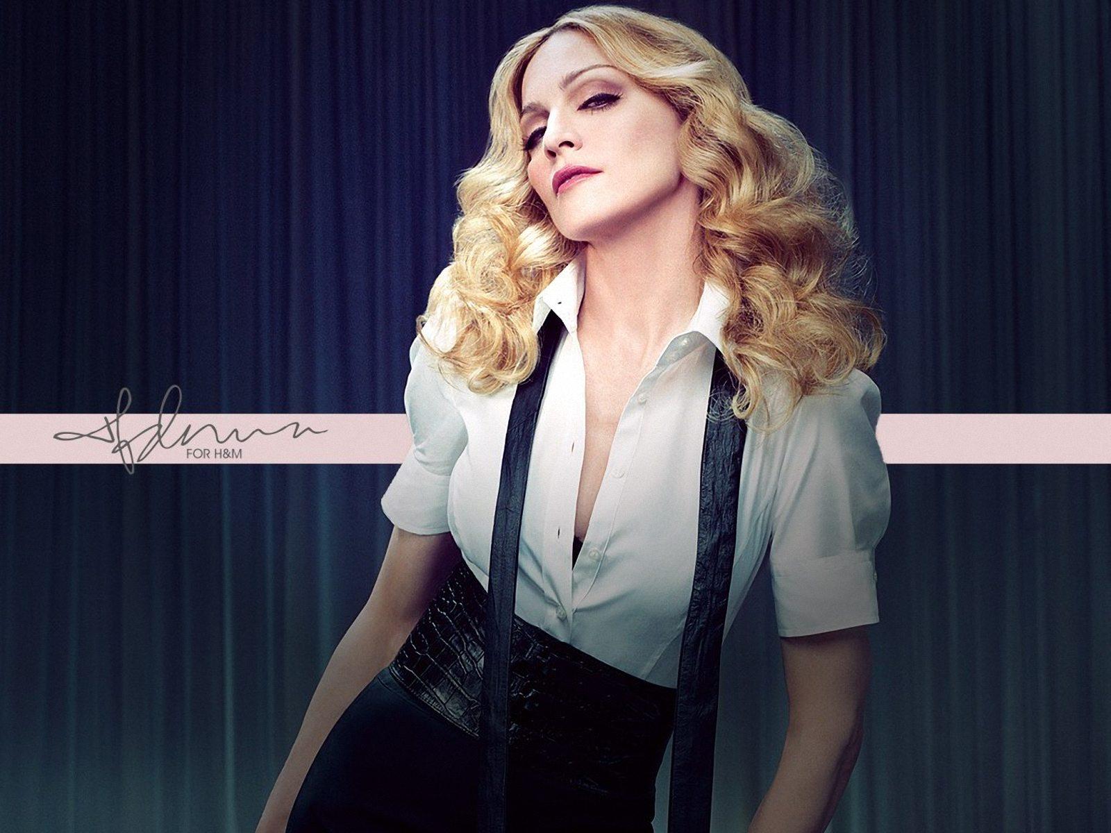 Найвідвертіші і позбавлені смаку вбрання Мадонни (ФОТО)