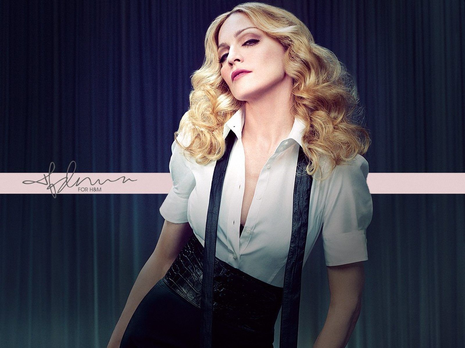 Самые откровенные и безвкусные наряды Мадонны (ФОТО)