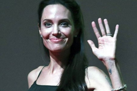 Шанувальники б'ють на сполох: Анджеліну Джолі звинуватили в анорексії (Фото)