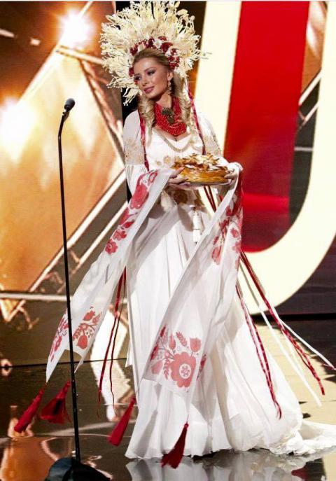 1450625745_ukrainka-na-konkurse-miss-vselennaya-pokazala-udivitelnyy-kostyum-foto