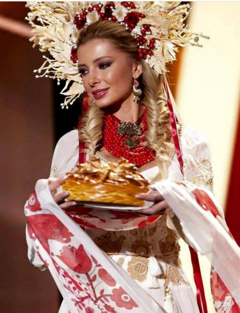 1450625756_ukrainka-na-konkurse-miss-vselennaya-pokazala-udivitelnyy-kostyum-foto1