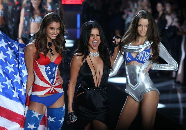 Селена Гомес сняла клип с сексуальными моделями Victoria's Secret (ВИДЕО)