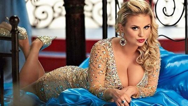 Пышногрудая Анна Семенович шокировала лицом без косметики (ФОТО)