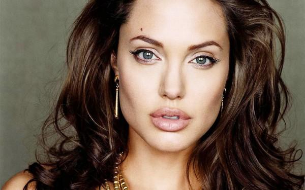 Полная копия Анджелины Джоли покорил соцсети (Фото)