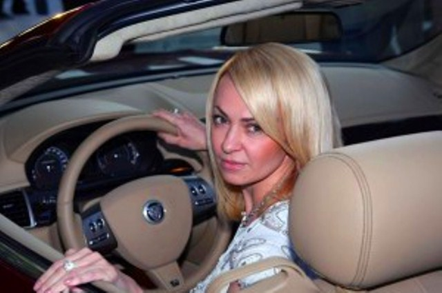 Яна Рудковская пожертвовала браслетом за 59 000 евро (Фото)
