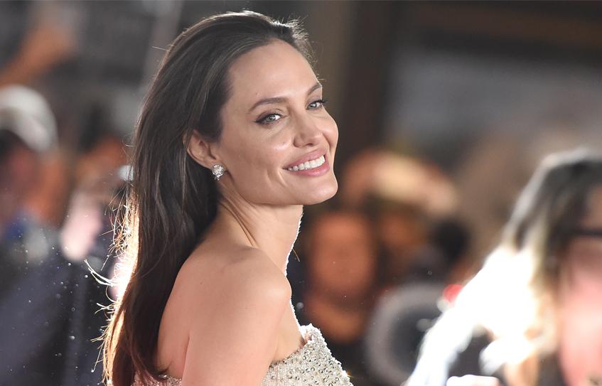 Анджелина Джоли показала новую татуировку (ФОТО)