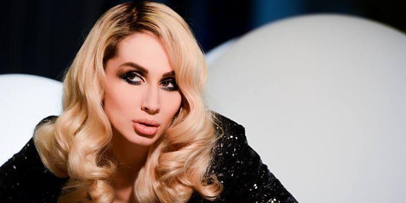 Украинская поп-звезда села на вандамовский шпагат (Видео)