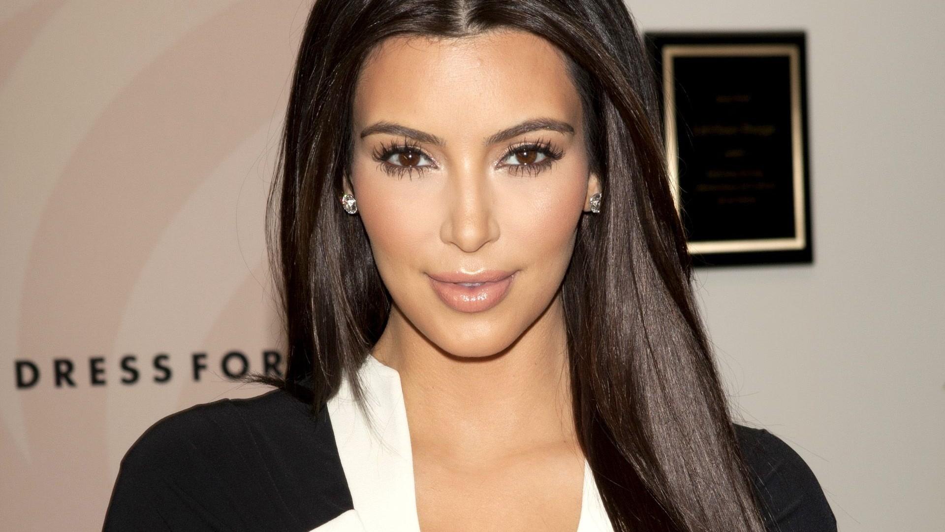 Папарацци все-таки удалось запечатлеть Ким Кардашьян без макияжа (ФОТО)