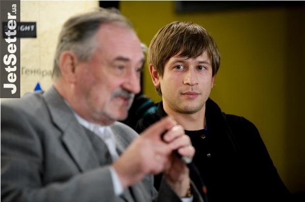 Дмитро Ступка разом із зачіскою поміняв і наречену (Фото)