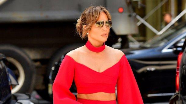 47-річна зірка вразила своїми формами у сексуальному вбранні