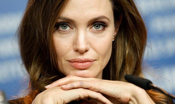 Анджеліна Джолі вразила новими татуюваннями (ФОТО)
