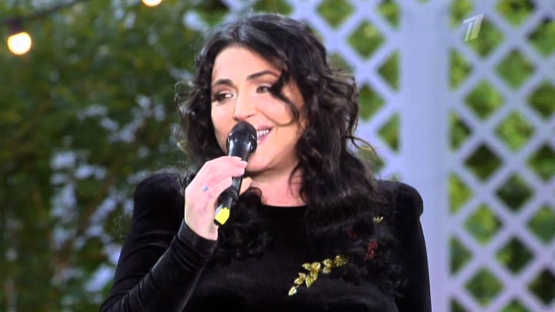 Поклонники Лолиты заметили, что певица заметно постройнела и похорошела (Фото)