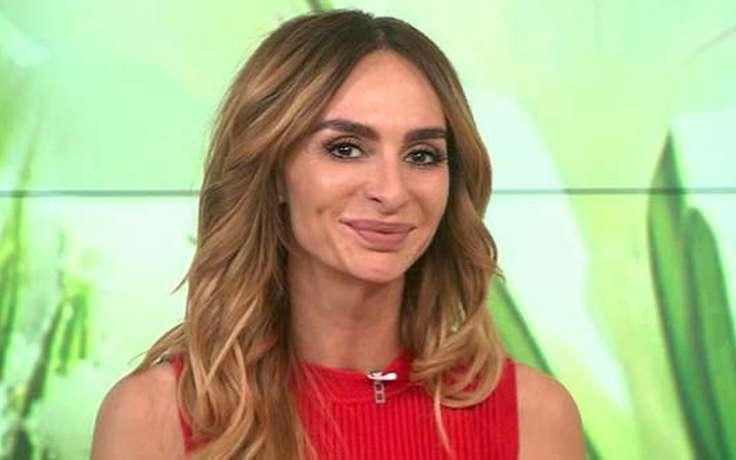 Телеведуча Катерина Варнава оголилася для пікантної фотосесії з нареченим (ФОТО)